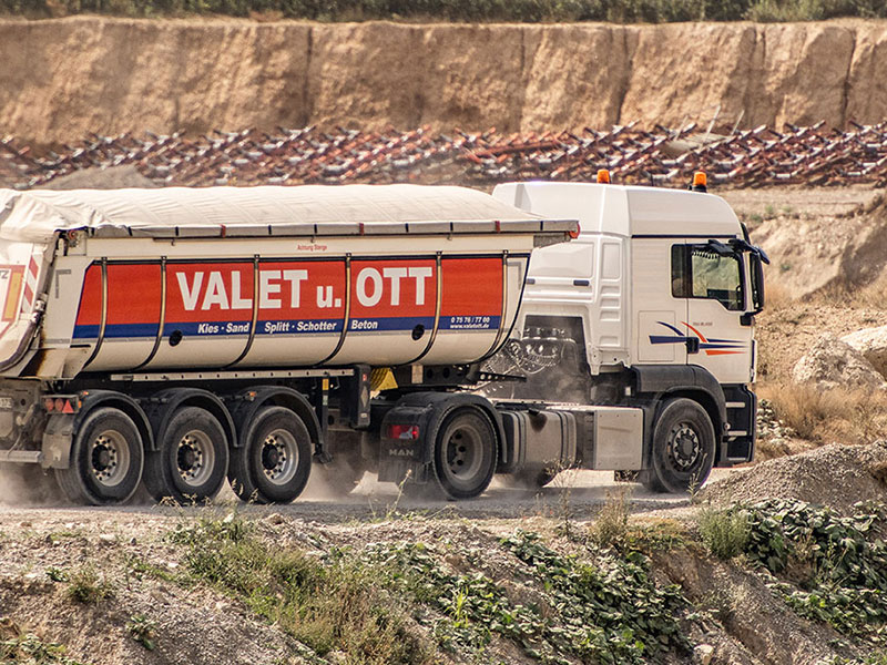 Valet u. Ott GmbH & Co. KG, LKW Logistik Kies Splitt Sand Schotter Transporte Aushub02